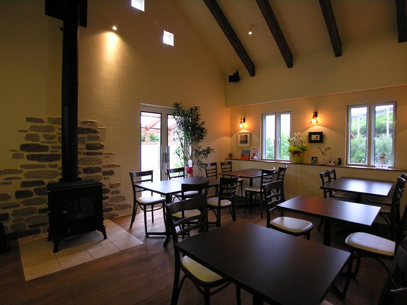 畑の中の喫茶店