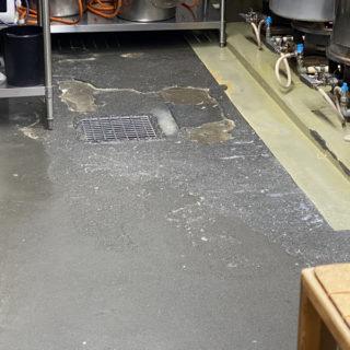 飲食店の床をキレイにしました